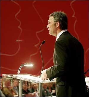 TIL ANGREP: Jan Bøhler tar et kraftig oppgjør med sitt eget partis integreringspolitikk. Her er Ap-leder Jens Stoltenberg. Foto: Scanpix