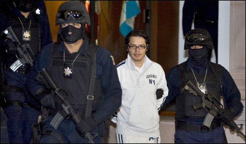 PÅGREPET: Politiet viste Vicente Carrillo Leyva fram for pressen i dag, etter at han ble pågrepet under en treningstur. Foto: AP