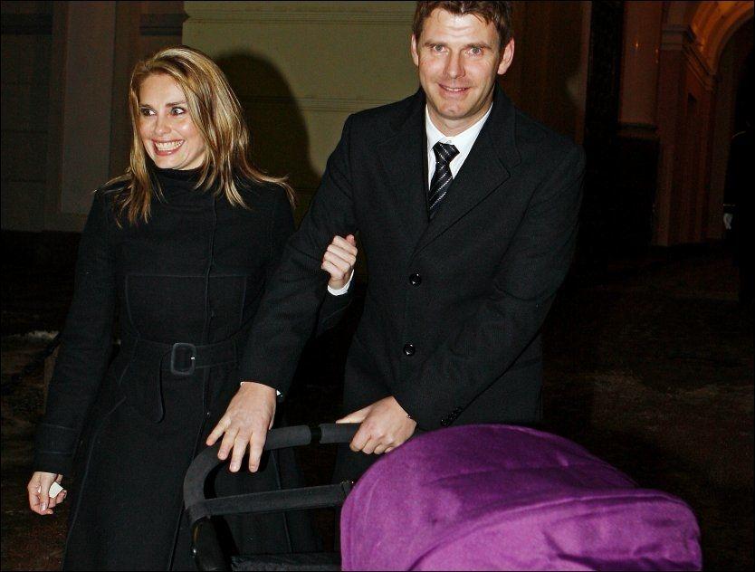 MØTTES PÅ BLINDDATE: Elin og Torgeir Steinstø har vært sammen siden 2006. Her i barnedåpent til Emma Tallulah. Foto: Jan Petter Lynau/VG