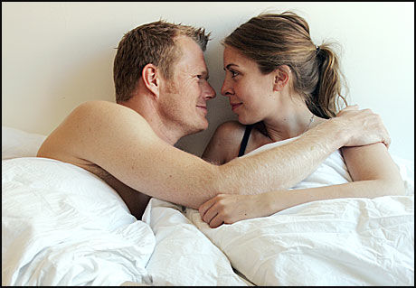 kvinner søker yngre menn sex daiting