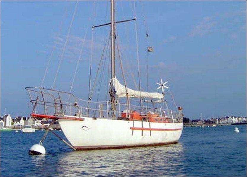 KAPRET: Den franske seilbåten Tanit ble kapret av somaliske pirater utenfor kysten av Somalia 4. april. Foto: AFP