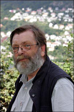 VURDERER: Valgekspert Frank Aarebrot ved Universitetet i Bergen. Foto: Hallgeir Vågenes