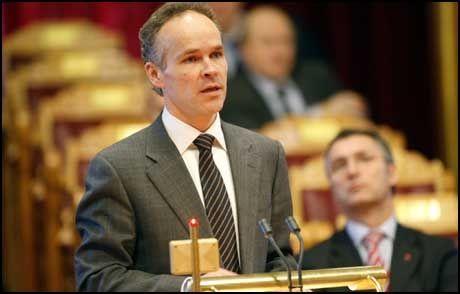 SANNERHETENS ORD: Høyres nestleder Jan Tore Sanner langer ut mot Arbeiderpartiet. Han mener leder Jens Stoltenberg må ta et oppgjør med det han omtaler som samrøre-kultur i partiet. Foto: Scanpix