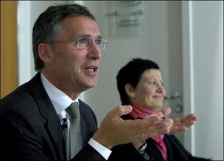 VOKSER: Arbeiderpartiet, med statsminister Jens Stoltenberg og nestleder Helga Pedersen i spissen, går fram på ny måling. Foto: Scanpix