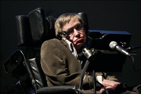 KJENDIS-FYSIKER: Astrofysikeren Stephen Hawking er bundet til rullestolen. Foto: Reuters