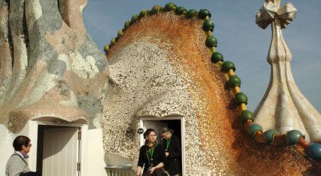 NOE FOR DEG? Barcelona kan blant annet by på Casa Batlló. Den er tegnet av arkitekten Antoni Gaudí. Casa Batlló befinner seg i Passeig de Gràcia nr. 43. Bygningen ble oppført mellom 1905 og 1907. Foto: Elena Prieto Landaluce