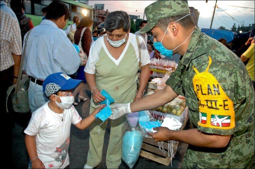EPIDEMI: Minst 68 mennesker har mistet livet i influensaepidemien i Mexico hittil. Mange nordmenn oppholder seg for tiden i Mexico, og disse kan ta med seg viruset tilbake til Norge. Foto: EPA
