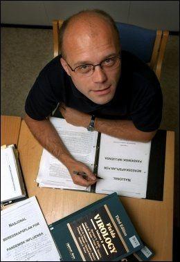 ER FORBEREDT: Overlege Bjørn Iversen ved Folkehelseinstituttet. Foto: VG