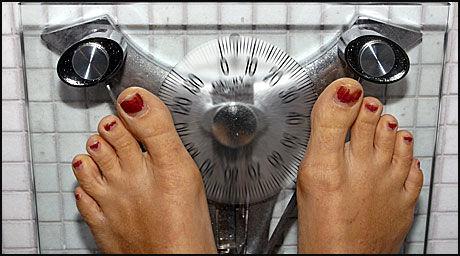 MISFORNØYD MED VEKTA?: Men tykke kvinner mer mer fornøyde enn tynne, viser ny undersøkelse. Foto: Scanpix