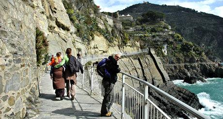 KJÆRLIGHETSSTIEN: Via dell' Amore - romantisk og svimlende ferdselsåre mellom Manarola og Riomaggiore.