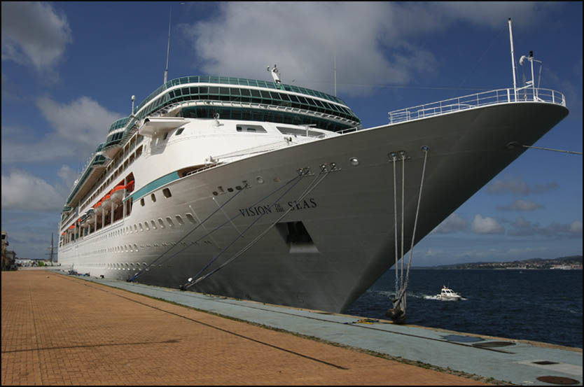 NORGES-VENN: Royal Caribbeans «Vision of the Seas» skal seile på kortcruise fra Norge også neste år. Da går turene blant annet til St. Petersburg, Jersey, Edinburgh og Amsterdam. Foto: RUNE THOMAS EGE