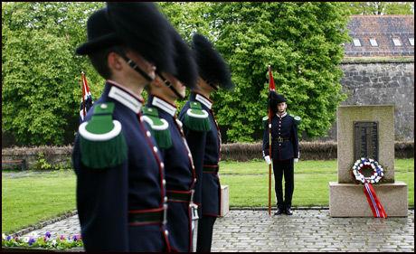 VETRANDAG: Fredag ble det holdt 8. mai sermoni på Minnelunden på Akershus festning i anledning Frigjøringsdagen. Foto: Scanpix
