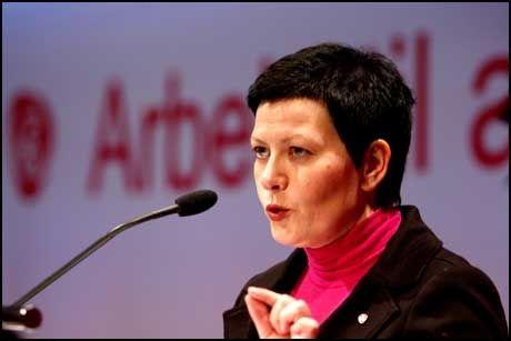FOR REGULERING: Nestleder i Arbeiderpartiet, fiskeriminister Helga Pedersen er oppgitt over Per Kristian Foss og Høyres trang til å utfordre staten som eier i norske bedrifter. Foto: Scanpix