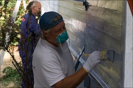 TO STRØK maling på en vegg som denne, så holder det lenge. Foto: Ocean Yamaha/flickr