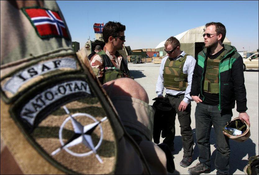 I AFGHANISTAN: Her er SV-nestleder Audun Lysbakken på besøk hos de norske styrkene som deltar i den NATO-ledede operasjonen i Afghanistan. Foto: RUNE THOMAS EGE/SCANPIX