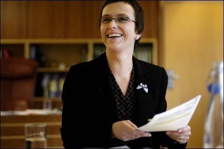 PASSE PÅ NETTET: Fornyingsminister Heidi Grande Røys (SV) vil gi penger til Datatilsynet til kamp mot internett-mobbing. Foto: