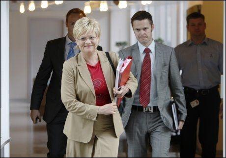 BUDSJETT: Her kommer Kristin Halvorsen med det reviderte nasjonalbudsjettet i 2008. Foto: Cornelius Poppe/SCANPIX