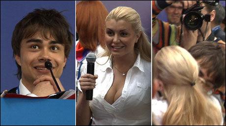 PRØVDE SEG: Den hviterussiske journalisten Alexa Pavlova flørtet med Alexander Rybak på pressekonferansen etter torsdagens semifinale. I dag prøvde hun seg igjen, litt mer direkte. Foto: Roar Dalmo Moltubak