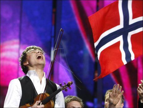 I EKSTASE: Alexander Rybak knuste alt og alle i årets Melodi Grand Prix-finale, og han var tydelig i ekstase etter seieren. Foto: Reuters
