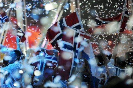 FEIRER: Nordmenn i Moskva feirer etter MGP-seieren. - Det er vilt og helt kaos, sier VG Netts reporter Halstein Røyseland i Moskva til VG Nett. Foto: AFP