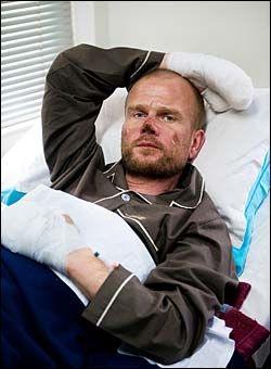 BLIR FRISK: Kroppen til Jarle Trå bærer tydelig preg av dramaet han har vært igjennom, men trolig kommer han fra klatredramaet uten store skader. Foto: KRISTIAN HELGESEN