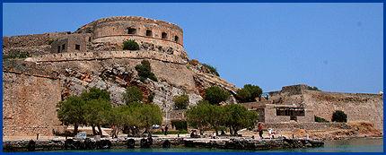LEPRAKOLONIEN: Alle spedalske i Hellas ble forvist hit fram til 1957. Nå er øya et populært utfartssted for turister på Kreta. Foto: MONA LANGSET