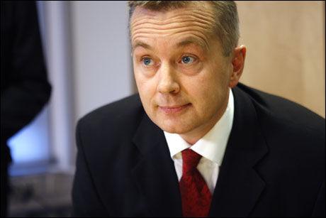FREMMER FORSLAG: Justisminister Knut Storberget vil forby alkoholservering etter klokken 02. Foto: SCANPIX