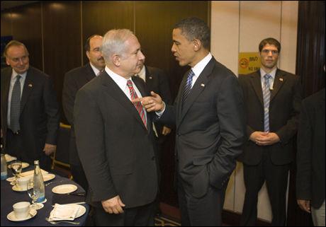 MISFORNØYD: Benjamin Netanyahu misliker tonen til Obama. Foto: David Furst/AP