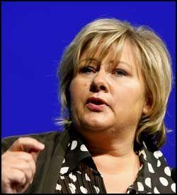 FLERE MILLIONER: Leder av Høyre Erna Solberg. Foto: Scanpix