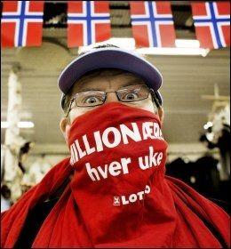 MANGE VINNERE: Stein Erik Gløtvold er en ekte Lotto-entusiast. I butikken hans på Drevsjø i Engerdal er det omsatt flere kuponger som har gitt milliongevinst. Foto: Annemor Larsen