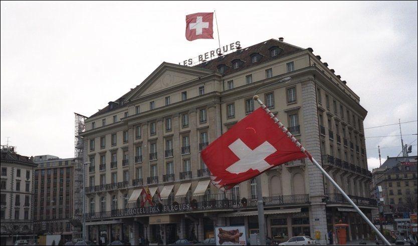 DYRT I SVEITS: Luksushotellet Hotel des Bergues ligger nok over byens gjennomsnittspris på hotellrom - som forøvrig er den høyeste i Europa nå i juni. Foto: Jan Ovind