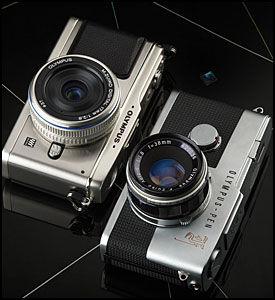 NY OG GAMMEL: Det nye kameraet til venstre likner mye på klassikeren til høyre. Foto: Olympus