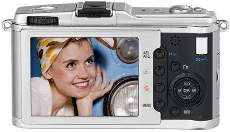 INGEN SØKER: Bare skjerm bak på kameraet. Foto: Olympus