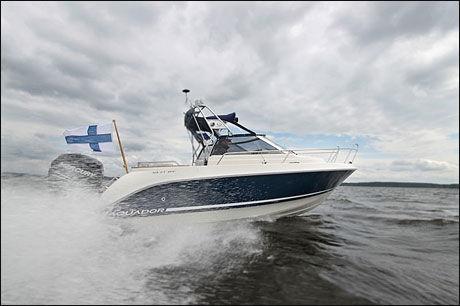 GØY PÅ VANNET: Nesten 50 knop med Aquador 21 WA. Foto: Jørn Finsrud/Båtliv