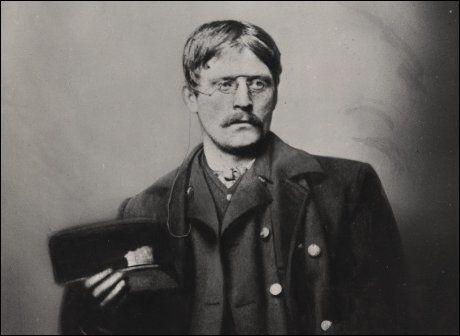JUBILEUM: I år er det 150 år siden forfatteren Knut Hamsun ble født. Foto: Gyldendal Norsk Forlag AS