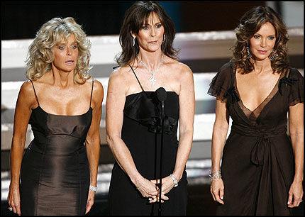 SAMMEN PÅ SCENEN: Farrah Fawcett (t.v.), sammen med Charlies Angels-kollegene Kate Jackson og Jaclyn Smith under en TV-galla for tre år siden, omtrent på den tiden Farrah fikk kreftdiagnosen. Foto: Reuters