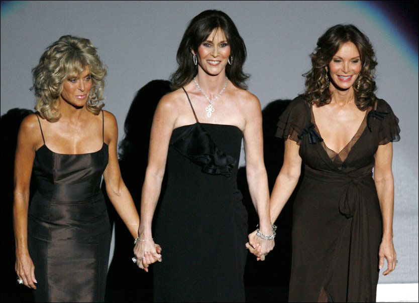 De opprinnelige skuespillerne på tv-serien Charlie's Angels Farrah Fawcett (t.v.), Kate Jackson (i.m.) og Jaclyn Smith (t.h.). TV-ikonet Farrah Fawcett måtte torsdag gi tapt i kampen mot kreften. Foto: Reuters