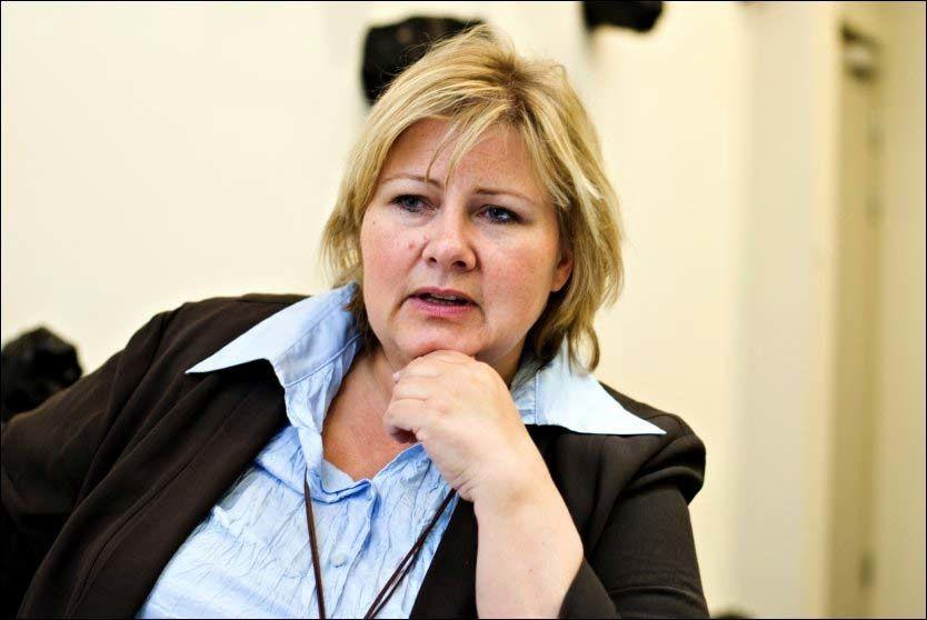 KRITISK: Erna Solberg (H) er kritisk til utenriksminister Jonas Gahr Støres (Ap) håndtering av Iran-saken. Foto: Eivind Griffith Brænde