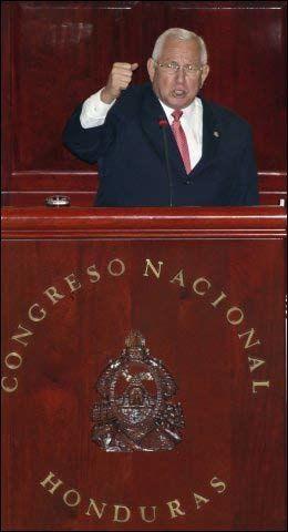 KREVER UTLEVERING: Kuppresidenten i Honduras, Roberto Micheletti, krever at Brasil utleverer den avsatte presidenten Manuel Zelaya. Foto: AP