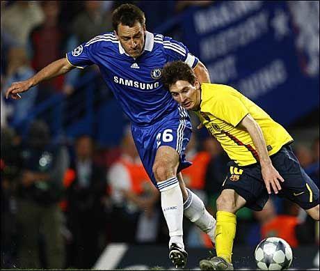 - IKKE TIL SALGS: Chelsea har gjort det klart at John Terry (t.v.) ikke er til salgs. Her er han i en duell med Barcelonas Lionel Messi da lagene møttes i Champions League-semifinalen i mai. Foto: Reuters