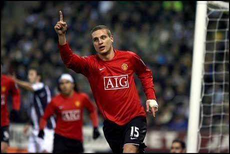 VIL OGSÅ BLI: Nemanja Vidic har angivelig ingen ønsker om å spille for andre enn Manchester United. Foto: EPA