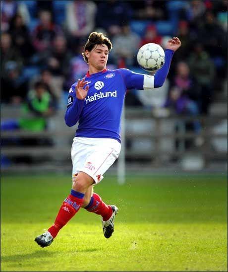 FULL KONTROLL: Vålerengas kaptein Daniel Fredheim Holm har lenge vært ettertraktet av andre klubber. Nå kan Frankrike bli neste stopp. Foto: Bjørn S. Delebekk