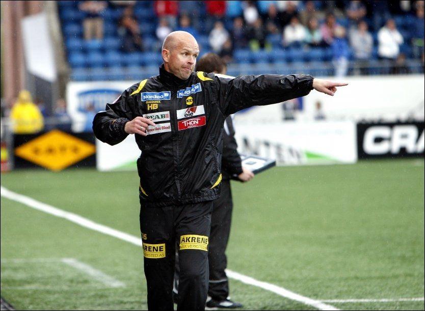 VILLE IKKE VANNE: Henning Berg syntes ikke det var noen god idé å vanne matta på Telenor Arena. Foto: Jan Petter Lynau