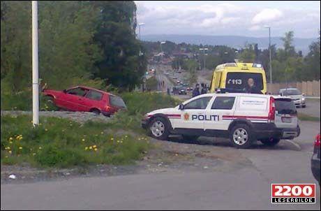 KJØRTE NED EKSEN: Føreren av denne bilen er tiltalt for drapsforsøk etter at han kjørte ned eks-samboeren på Byåsen i Trondheim. Foto: VG Nett-tipser