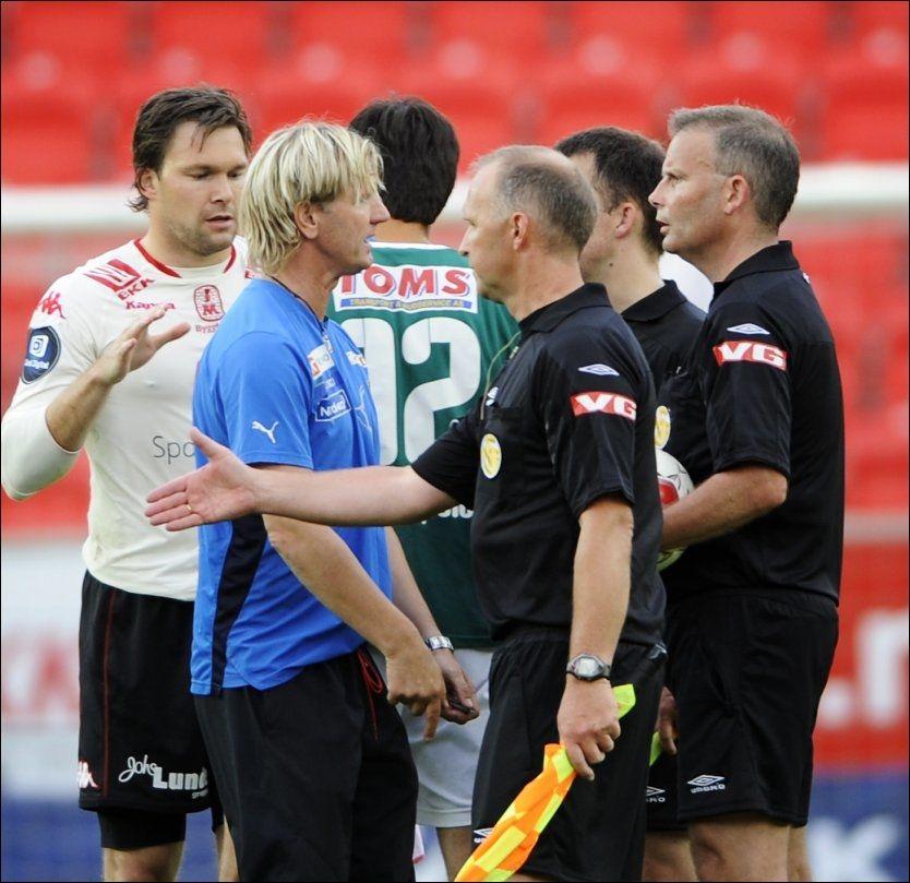 KARANTENE: Kent Bergersen må se en kamp fra tribunen etter oppførselen under cupkampen mellom Brann og Lyn torsdag kveld. Foto: Scanpix
