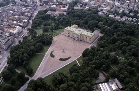 OSLO: Kvinnen sier hun ble voldtatt her i Slottsparken. Foto: Odd Steinar Tøllefsen