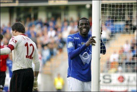 DENNE BOMMET HAN PÅ: Mame Biram Diouf scoret fire mål, men her bommet han faktisk på en sjanse. Han kunne likevel smile, Moldes stjernespiss. Foto: Scanpix