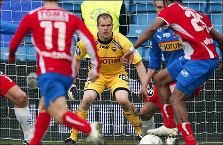 MODEN FOR LANDSLAGET? Espen Bugge Pettersen er ifølge VG-børsen eliteseriens beste keeper. Foto: Scanpix