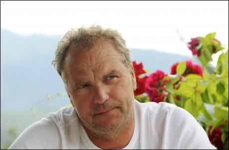 VARSLER MISTILLIT: Venstre-leder Lars Sponheim hevder at de vil stille mistillitsforslag mot regjeringen dersom resultatet på VGs partibarometer holder seg. Dermed blir alt i Frps hender. Foto: Scanpix