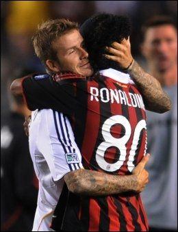 HJERTELIG GJENSYN: Tonen mellom David Beckham og Ronaldinho er fortsatt veldig god. De kan bli lagkamerater igjen, dersom Beckham velger å reise tilbake til Milano til vinteren. Foto: AFP